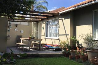 2 Bedroom House for sale in North Riding - Randburg