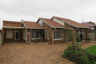 2 Bedroom House for sale in Geduld Ext 1 - Springs