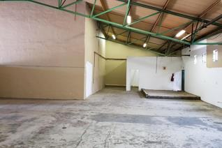 Industrial property to rent in Fontainebleau - Randburg