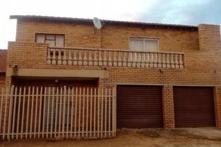 4 Bedroom House for sale in Toekomsrus - Randfontein
