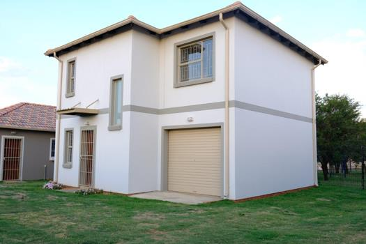3 Bedroom House for sale in Lotus Gardens