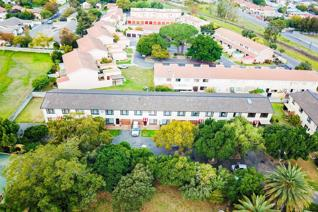 3 Bedroom Townhouse for sale in Bridgebank - Somerset West