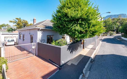 2 Bedroom House for sale in Rondebosch Village
