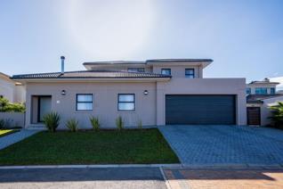 4 Bedroom House for sale in Hageland Estate - Somerset West