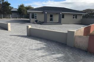 Commercial property to rent in Newton Park - Port Elizabeth