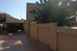 4 Bedroom House for sale in Little Falls - Roodepoort