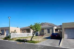2 Bedroom House for sale in Costa Da Gama - Cape Town