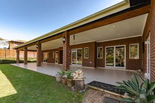 Upmarket lock-up and go. Low maintenance garden simplex, set in a prime location, in ...