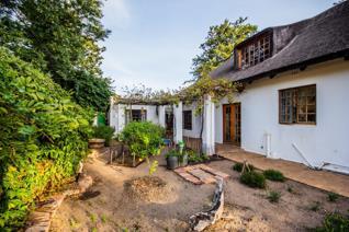 This house offers 3 bedrooms 2 bathrooms with main en-suite, big open plan kitchen ...