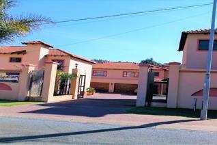 3 Bedroom Townhouse for sale in Oakdene - Johannesburg