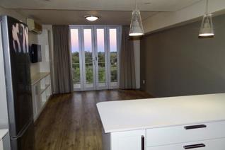 This newly renovated apartment within the Oranjezicht Building, Upington is modern, safe and offers spectacular views of the Orange ...