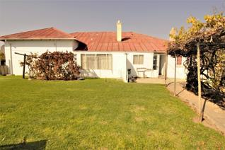 Experience the serenity of true country living. This cozy house consisting of seven bedrooms and two bathrooms offers true country ...