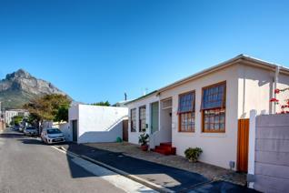 2 Bedroom House for sale in Observatory - Cape Town