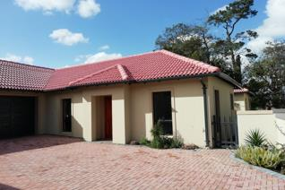 4 Bedroom Townhouse to rent in Durbanville Central - Durbanville