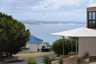 This stand with a sea view is situated in popular Vleesbaai.