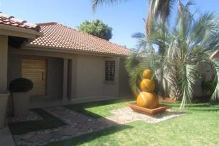 Spacious family house to rent in Welgelegen, Polokwane.  This stunning house is available immediately  This family house is in a ...