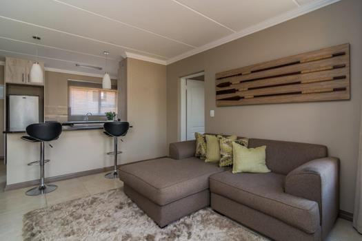 2 Bedroom Apartment / Flat to rent in Rooihuiskraal North