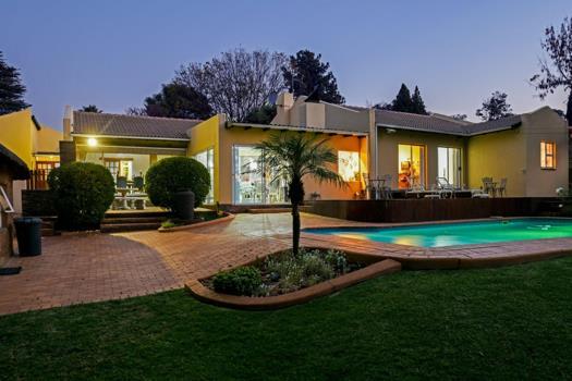 4 Bedroom House for sale in Sundowner
