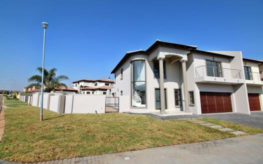4 Bedroom House for sale in Crescent Wood Country Estate