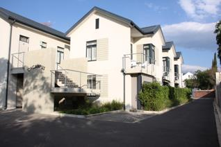 ON CAMPUS is a modern block of flats right on the Stellenbosch University campus.  The ...