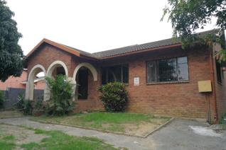 Affordable 2 bedroom house to let in Town view Stanger. This unit has a spacious open plan lounge and dining room, Kitchen, toilet and ...