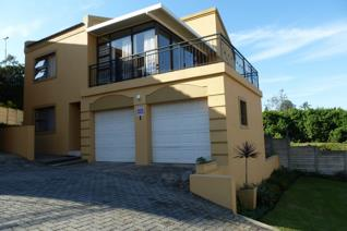 Be the proud owner this immaculate lock up and go duplex townhouse offering a lounge ...