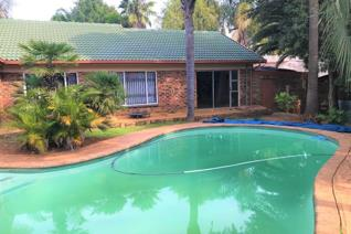Well located property ideal for a family home.  This property has the potential to register business rights for offices.  The ...