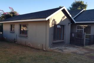 Insolvent 6 Bedroom house in GREENHILLS, RANDFONTEIN  This property offers the ...