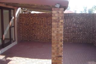 3 Bedroom Townhouse to rent in Middelburg Central - Middelburg