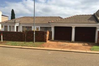 The property offers 3 bedrooms, 2 bathrooms (main en-suite), kitchen, lounge, dining ...