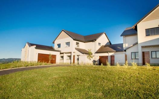 House for sale in Cotswold Downs Golf & Country Estate