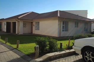 This lovely townhouse is situated a stone throw away from the ATKV beach resort in Hartenbos.     It is build on one level and offers ...