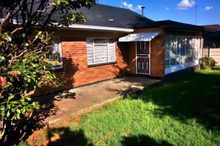 This oldie has had an upgrade !! Offers you 3 spacious bedrooms, 1 Bathroom, lounge, dining room, sun room and a kitchen. Big garden  ...