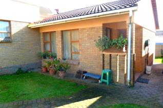 2 Bedroom Townhouse for sale in Heiderand - Mossel Bay