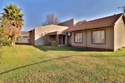 5 Bedroom House for sale in Brackendowns