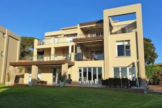 Furnished unit available for holiday rental. Ground floor entrance, refurbished, view ...