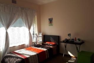 Available 01.11.2019  Lovely spacious apartment available in a secure complex. This unit ...