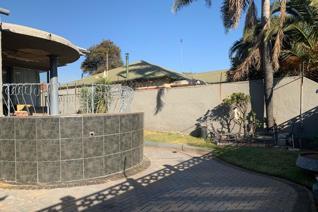 3 Bedroom House for sale in Rosettenville - Johannesburg