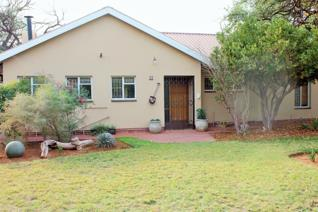 This 4 bedroom house situate in a well known area of Kathu, close to schools,hospital and shops.  This house offers a kitchen wit BIC ...