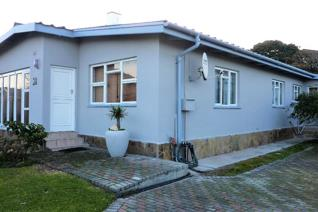 4 Bedroom House for sale in Kleinmond Central - Kleinmond