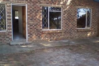 Stunning fully tiled cottage flat to rent at kraalkop hoewers. Water included. 2 Bedrooms. Open plan living and dining room.  Kitchen ...