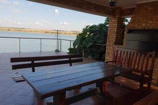 Cozy home located in Kungwini Bay, ideal for weekend get away or for permanent stay. The house is build over 2 stands with outside ...