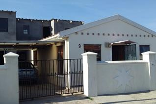 2 Bedroom House for sale in Lavender Hill - Cape Town
