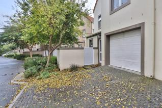 3 Bedroom Townhouse to rent in Boschenmeer Golf & Country Estate - Paarl