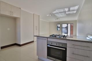 2 Bedroom Apartment / flat for sale in Crowthorne A H - Midrand
