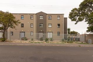 Sunny 1 bed 1 bath in Parkwood Place Market street Parow Valley. Secuirty complex with lovely playpark for children. 1 bed with ...