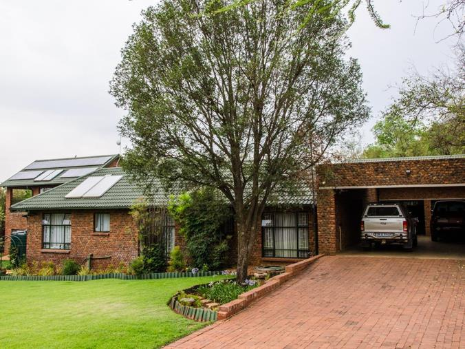 4 Bedroom House for sale in Kameeldrift East - Farm 296