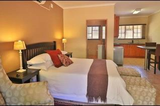 This popular and profitable dinner bed and breakfast Guesthouse is in the tranquil of the town. This property of 1854 sq m offers: ...
