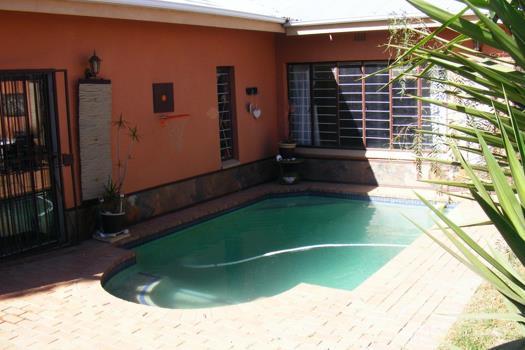 3 Bedroom House for sale in Krugersdorp North