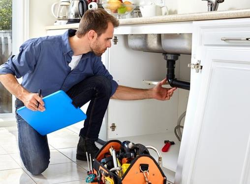 How can I tell if a plumber is trustworthy?